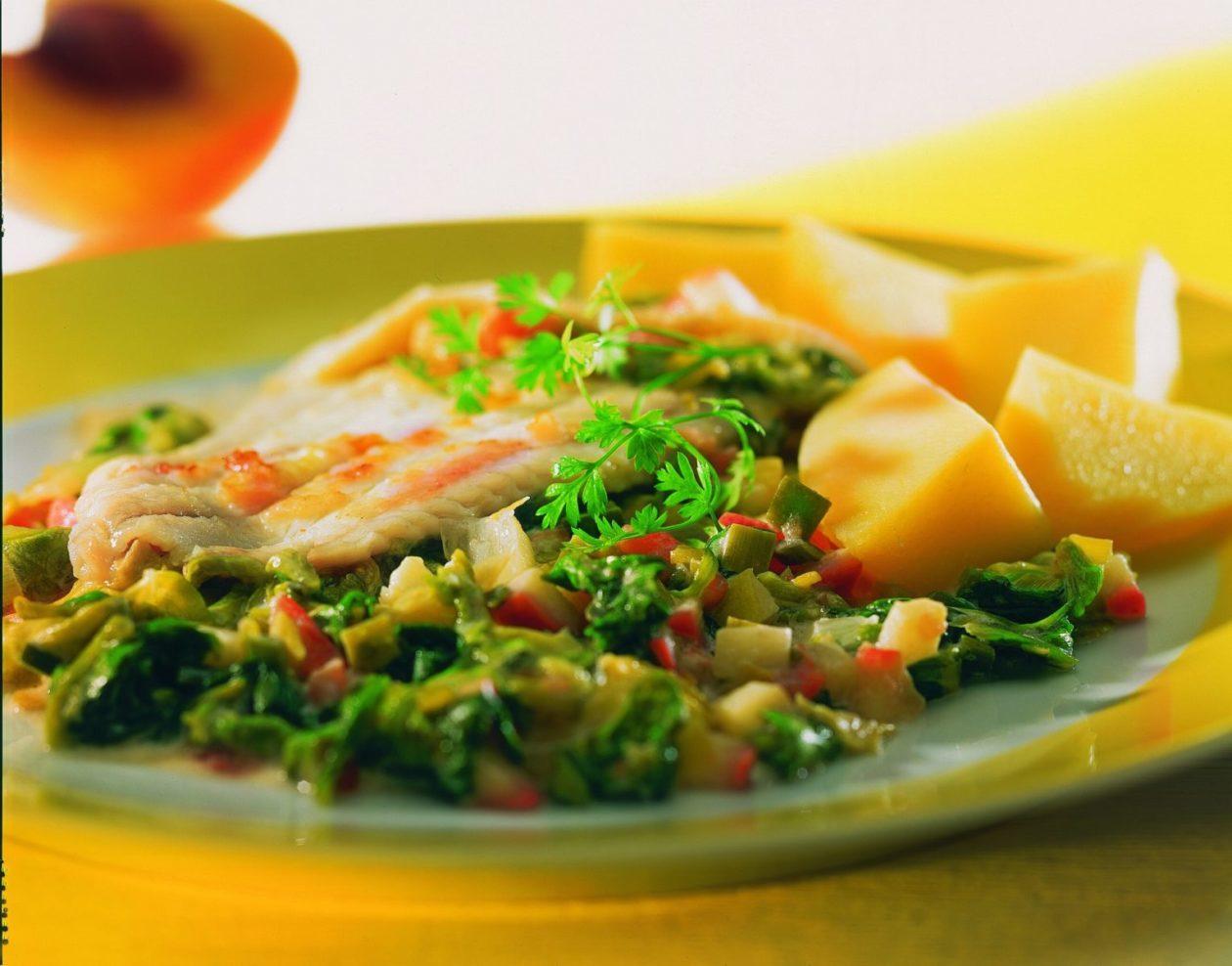 Schollenfilet auf Kopfsalat - BCM Diät Rezepte.de