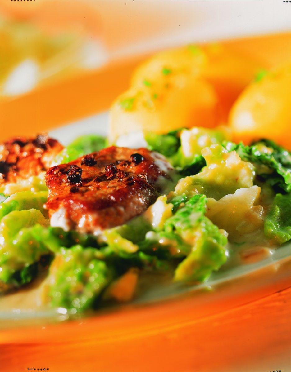 Schweinemedaillons mit Wirsing - BCM Diät Rezepte.de