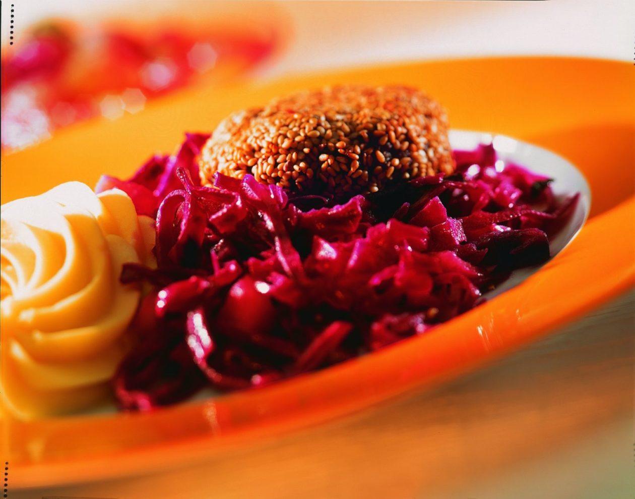 Sesam-Hacksteak mit Rotkohl - BCM Diät Rezepte.de