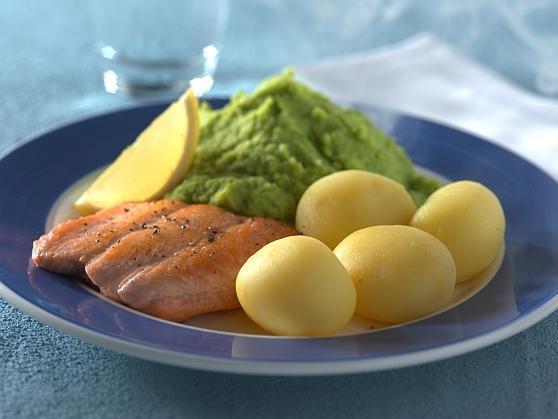 Lachs mit Erbsenpüree und Kartoffeln - BCM Diät Rezepte.de