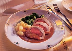 Braten von zweierlei Filet mit Brokkoli und Gnocchi - BCM Diät Rezepte.de