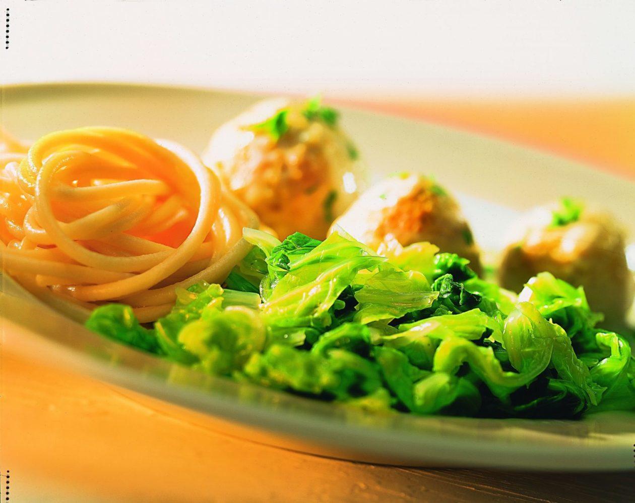 Chinakohl mit Geflügelbällchen - BCM Diät Rezepte.de