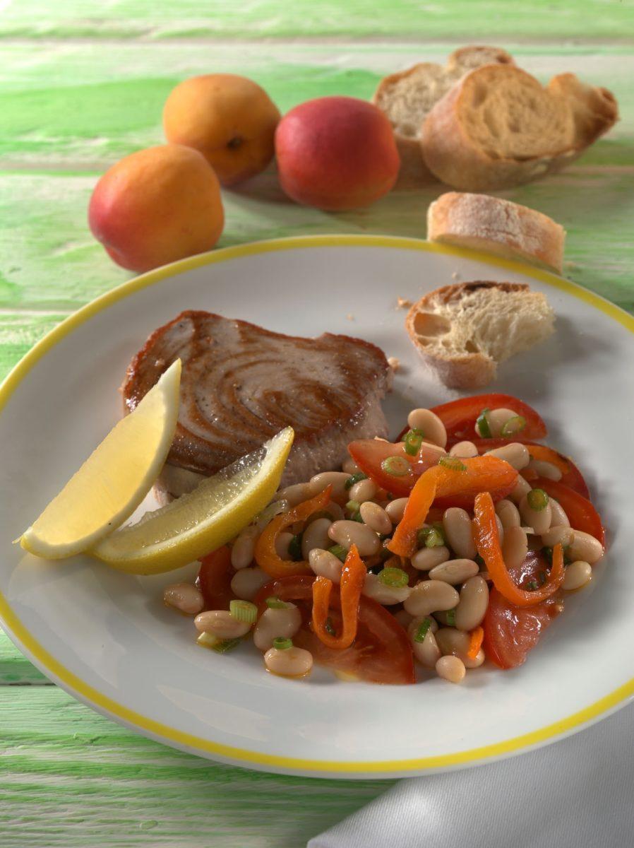 gegrillter thunfisch mit paprika bohnen salat precon precon. Black Bedroom Furniture Sets. Home Design Ideas