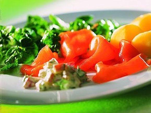 Kartoffeln mit Lachs und Spinatsalat - BCM Diät Rezepte.de