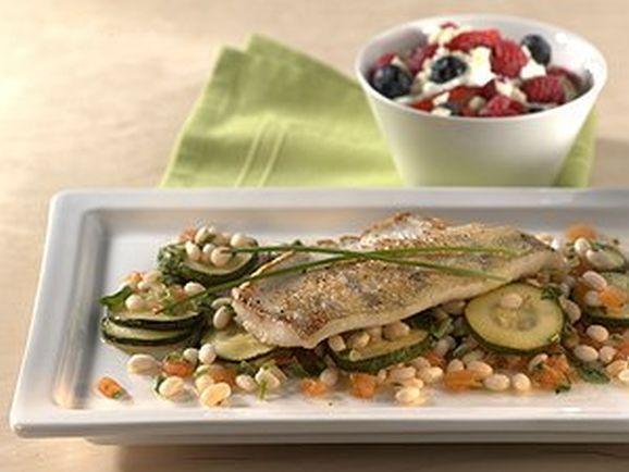 Zanderfilet auf gebratenen Zucchini in Bohnen-Kräutervinaigrette - BCM Diät Rezepte.de