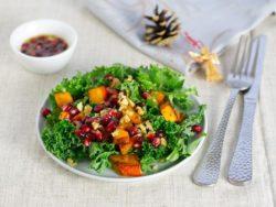 Vorspeise: Grünkohlsalat mit Kürbis und Granatapfeldressing